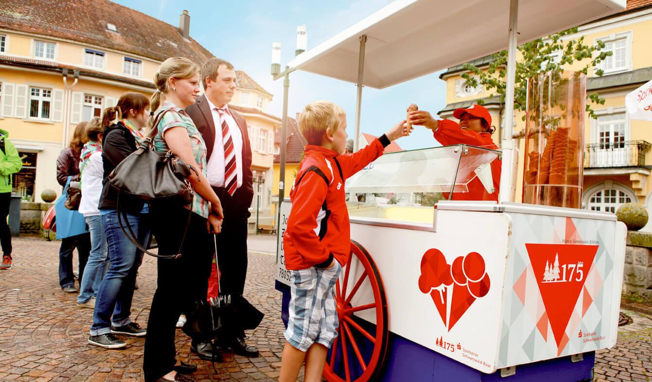 Jubiläumsevents: Eiswagen der Sparkasse Schwarzwald-Baar