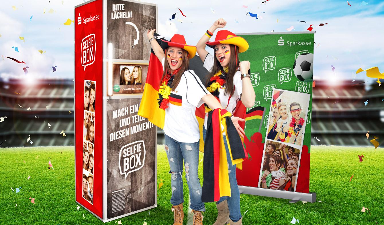Sparkassen-Selfie-Box im WM-Look als Fan-Promotion